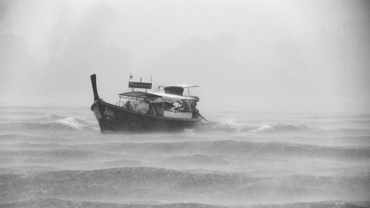 sea-coast-ocean-black-and-white-boat-rain-683581-pxhere.com